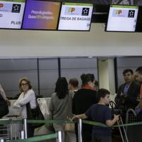 Com alta do dólar, brasileiros gastam 10% menos em viagens ao exterior